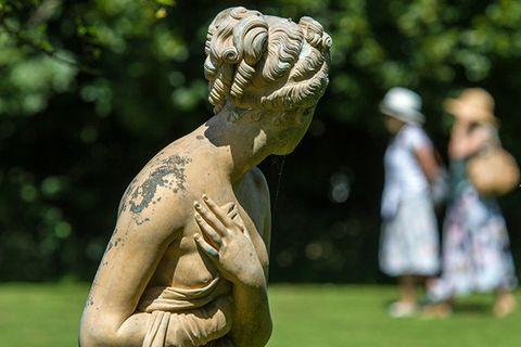 Sculpture, Temple, Chest, Classical sculpture, Art, Muscle, Trunk, Statue, Stone carving, Monument,