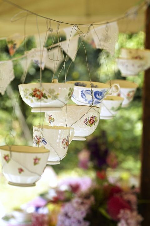 Serveware, Porcelain, Dishware, Drinkware, Teacup, Ceramic, Cup, Pottery, Creative arts, Floral design,