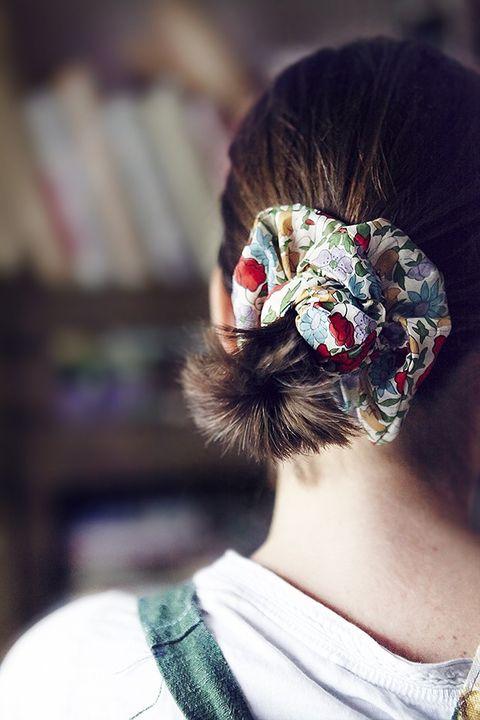 Hairstyle, Style, Headgear, Hair accessory, Costume accessory, Costume, Headpiece, Tradition, Bun,
