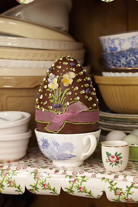 Serveware, Dishware, Porcelain, Ceramic, Drinkware, Easter egg, Cup, Pottery, Creative arts, earthenware,