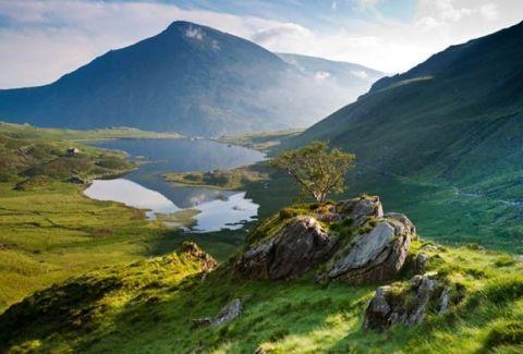 Nature, Mountainous landforms, Natural landscape, Highland, Landscape, Hill, Valley, Tarn, Mountain range, Mountain,