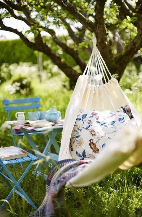Hammock, Grass, Porcelain, Blue and white porcelain, Tree, Plant, Leisure, Tableware,