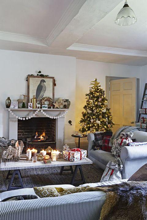 Hearth, Fireplace, Room, Living room, Christmas decoration, Interior design, Christmas, Property, Christmas tree, Home,