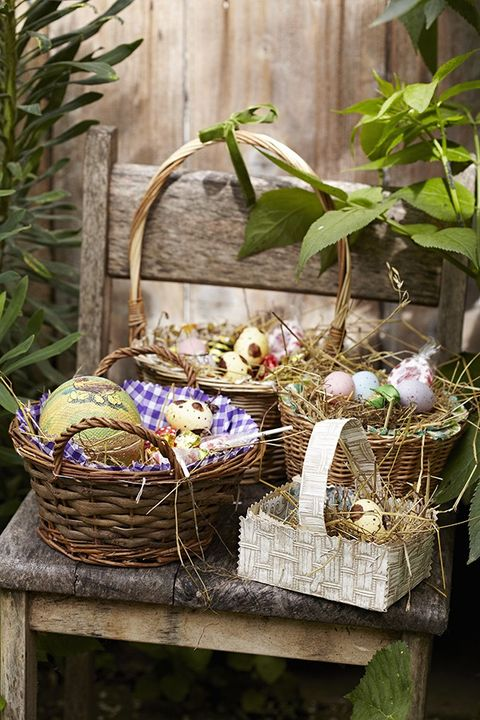 Basket, Wicker, Storage basket, Home accessories, Flowering plant, Produce, Fruit, Flower girl basket, Herb, Picnic basket,