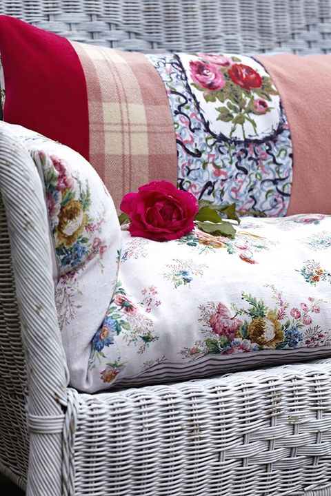 Textile, Pink, Furniture, Linens, Cushion, Throw pillow, Pattern, Purple, Pillow, Home accessories,