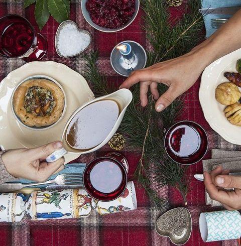 Serveware, Dishware, Food, Meal, Cuisine, Hand, Tableware, Dish, Table, Plate,