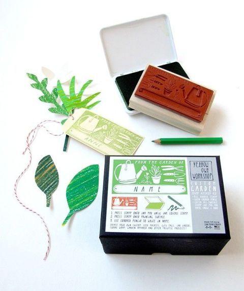 Leaf, Botany, Rectangle, Material property, Flowering plant, Herb, Wallet, Label, Plant stem, Herbal,
