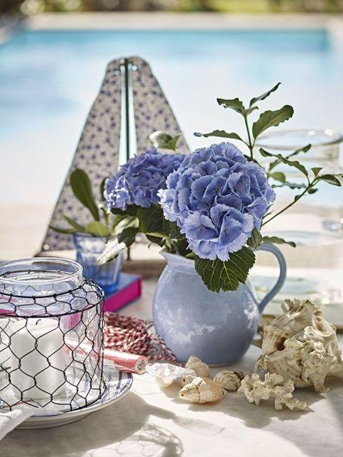 Blue, Serveware, Flower, Dishware, Porcelain, Blue and white porcelain, Purple, Lavender, Cobalt blue, Aqua,