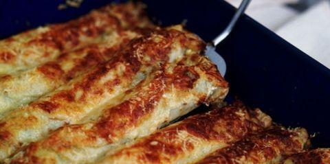 Pancake cannelloni in pan