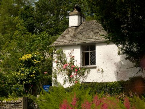 Property, House, Shrub, Building, Fixture, Garden, Home, Cottage, Farmhouse, Yard,