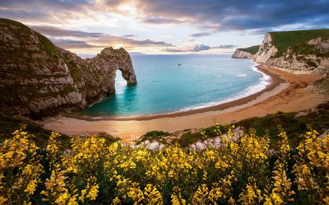 Body of water, Coastal and oceanic landforms, Coast, Natural landscape, Shore, Landscape, Rock, Headland, Promontory, Terrain,