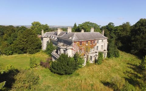 Property, House, Building, Real estate, Land lot, Home, Manor house, Roof, Villa, Mansion,
