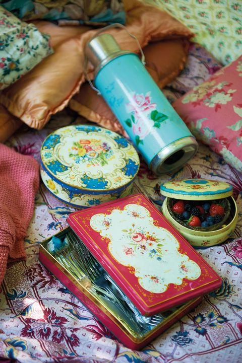 tins picnic