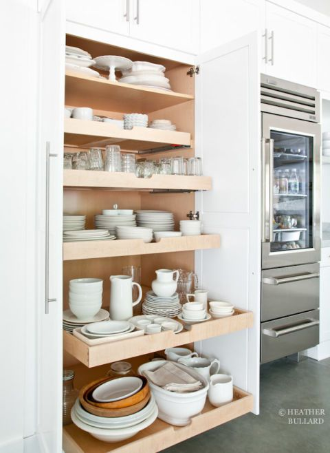 Serveware, Dishware, Shelf, Porcelain, Shelving, Interior design, Ceramic, earthenware, Pottery, Tan,