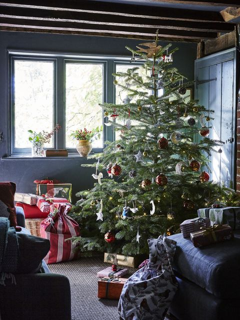 christmas tree presents gifts - Rustic Christmas Decorating Ideas