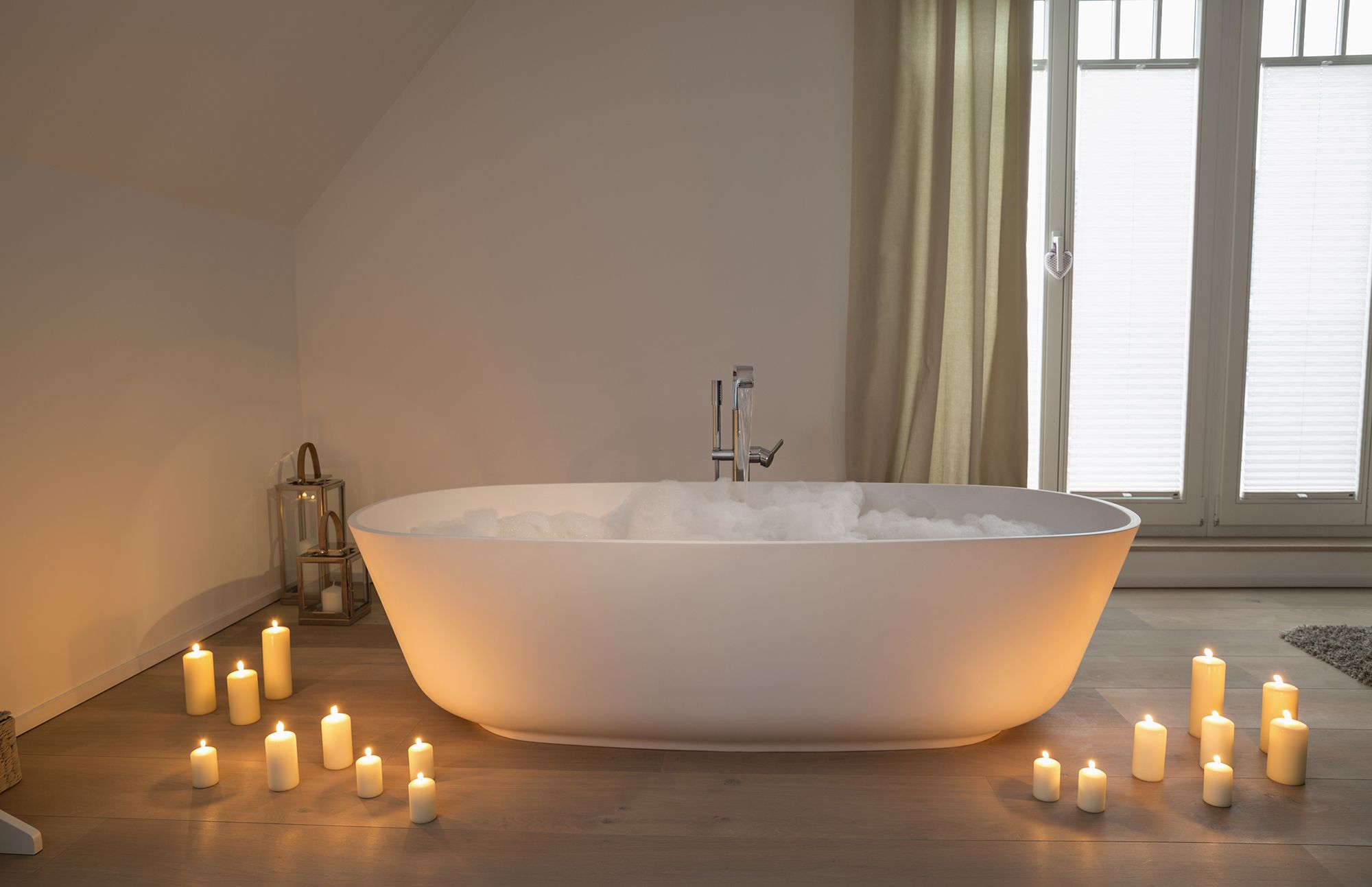 8 ways to make your bath even more relaxing and cosy