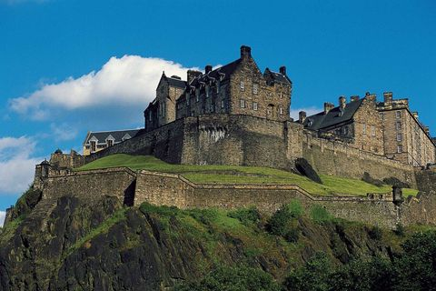Wall, Landmark, Castle, Slope, Medieval architecture, Stone wall, History, Middle ages, Ancient history, Historic site,