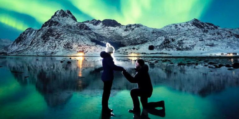 Could this proposal beneath the Northern Lights be the best in history?