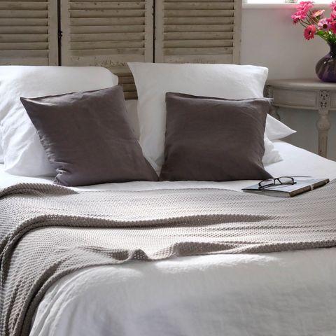 Bedding, Bed sheet, Furniture, Bed, Duvet cover, Textile, Duvet, Pillow, Bed frame, Linens,