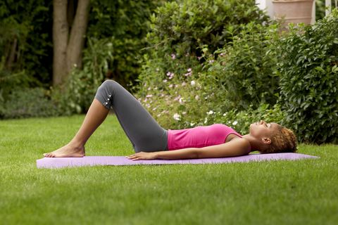 5 exercises that you can do easily in your garden this summer