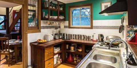 kitchen photobomb