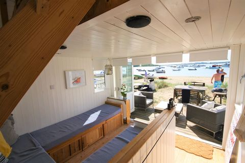 Britain S Most Expensive Beach Hut Is Located On Mudeford