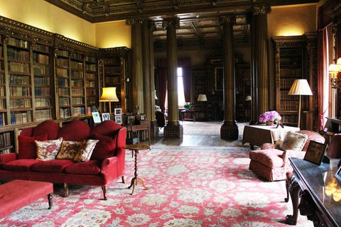 Decorating Tips From The Reallife Downton Abbe Highclere Castle Interesting Castle Interior Design