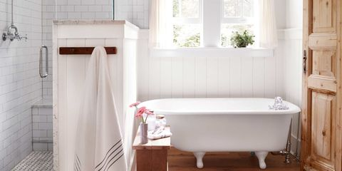 7 things people with spotless bathrooms do every day