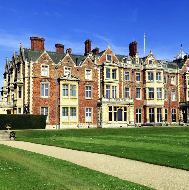 sandringham house   queen's home
