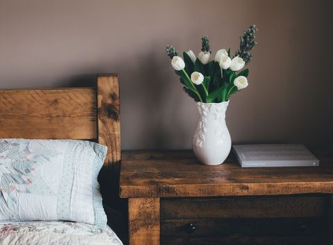 Wood, Petal, Flower, Room, Furniture, Table, Cut flowers, Bouquet, Linens, Vase,