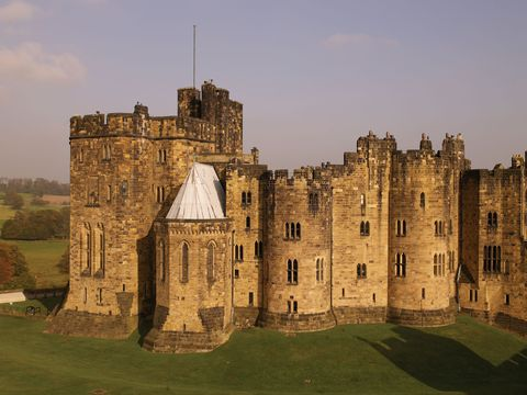 Property, Architecture, Building, Wall, Castle, Landmark, Facade, House, Medieval architecture, Palace,