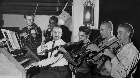 Musical instrument, Musician, Music, Musical instrument accessory, Music artist, String instrument accessory, String instrument, String instrument, Keyboard, Folk instrument,