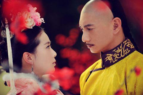 Ear, Lip, Chin, Red, Tradition, Petal, Temple, Hair accessory, Sakko, Shimada,