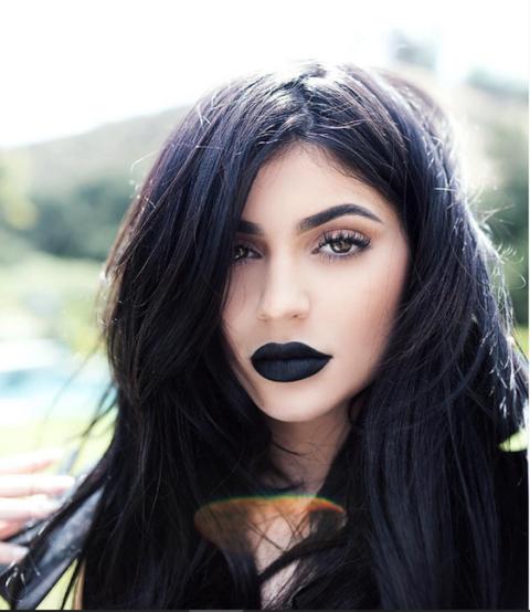 Lip, Mouth, Hairstyle, Eyebrow, Eyelash, Long hair, Black hair, Fictional character, Eye liner, Step cutting,