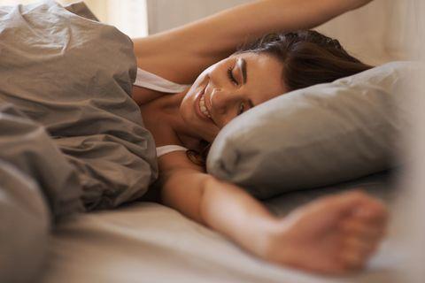 Comfort, Skin, Shoulder, Elbow, Joint, Linens, Bedding, Muscle, Eyelash, Bed,