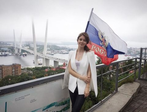 Flag, Tourism, Metropolitan area, Travel, World, Tower block, Urban design, Pole, Metropolis, Banner,