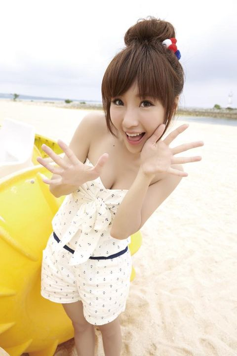 Leg, Fun, Hairstyle, Summer, Bangs, People in nature, Beauty, Vacation, Thigh, Gravure idol,