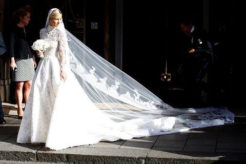 Bridal veil, Veil, Bridal clothing, Dress, Bridal accessory, Gown, Bride, Formal wear, Wedding dress, Tradition,