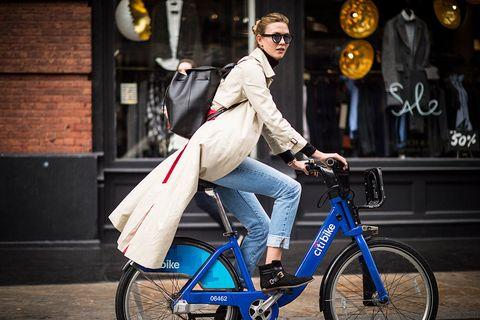 Wheel, Bicycle wheel, Bicycle frame, Bicycle wheel rim, Goggles, Bicycle tire, Bicycle, Shoe, Bag, Outerwear,