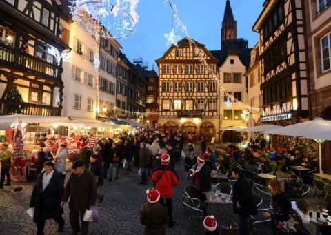 Window, Town, City, Public space, Building, Mixed-use, Crowd, Town square, Market, Marketplace,