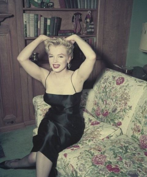 Dress, Door, Linens, Day dress, One-piece garment, Cocktail dress, Flash photography, Model, Little black dress, Bedroom,