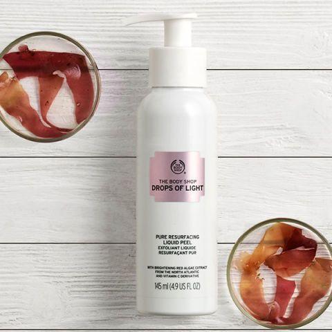 Product, Grapefruit, Beauty, Hand, Skin care, Citrus, Liquid, Plant, Fruit, Fluid,