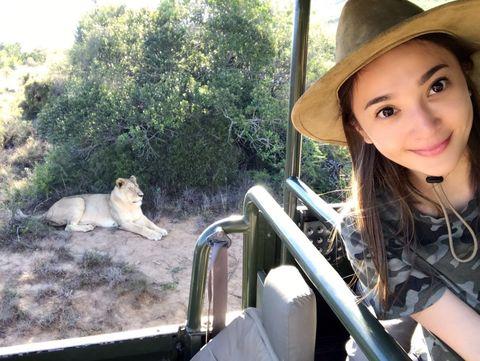 Human, Hat, Big cats, Lion, Felidae, Mammal, Adaptation, Carnivore, Sun hat, Headgear,