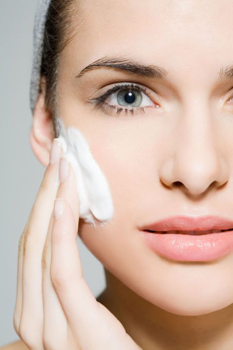 "<p>想要讓毛孔變小,就要先將毛孔裡的髒汙給排除,它才能有彈性收縮變小,因此可以依自己的膚況挑選適合的卸妝產品,接著在卸妝時以指腹小面積畫圓的方式,從毛孔較大的兩頰及T字部位開始清潔至兩側,接著加點水繼續按摩讓卸妝產品徹底的乳化後,才能將殘妝卸除乾淨.<span class=""redactor-invisible-space"" data-verified=""redactor"" data-redactor-tag=""span"" data-redactor-class=""redactor-invisible-space""></span></p>"
