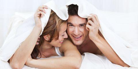 <p>很多男人平常都沉默寡言不說話,一到床上可是聒噪到不行,一下問妳高潮沒,一下問妳感覺如何,但其實妳知道有時候,男人在床上對妳說的話可是藏有另一層含義,別以為只有我們女人在愛愛時會演戲,男人對此也可說是箇中高手呢,以下6句男人愛愛時的潛台詞,揭露他們到底是什麼意思~</p>