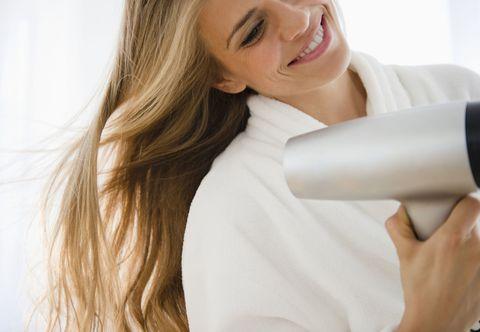 Hair, Skin, Beauty, Neck, Arm, Chin, Hair dryer, Joint, Long hair, Ear,