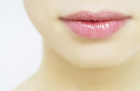 <p><font><font>COSMO Angel一直常常聽到身邊女性好友抱怨說,沒有畫唇妝的時候真的慘白得像鬼一樣,而且有一些女生的唇緣還會呈現黑黑髒髒、唇色暗沈不均的煩惱!</font><font>不過面對這些唇色困擾,先不要急著去秀唇呀!</font><font>以下5招美唇小技巧,在家就能夠打造令約會對象心跳漏一拍的粉嫩啾唇!</font></font></p>