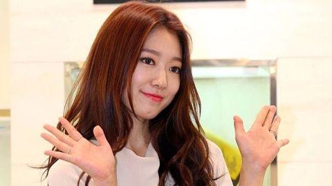 Hair, Hairstyle, Beauty, Lip, Skin, Eyebrow, Long hair, Brown hair, Hair coloring, Forehead,
