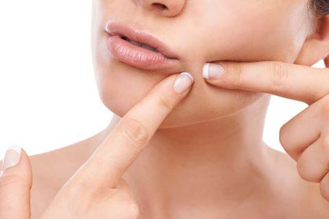 Finger, Skin, Joint, Nail, Thumb, Eyelash, Organ, Wrist, Close-up, Gesture,