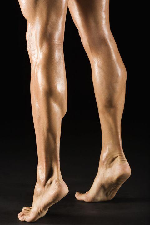 "<p><font><font>這個敏感帶就在穿新鞋常常被磨到起水泡的地方,在他的腳跟與腳踝之間,是直通性器官的一個性慾激發點~所以Angels可以給男友一個熱情的</font></font><a href=""http://www.cosmopolitan.com.tw/love/sex/advice/g914/oil-sex-massage-5-skill/"" target=""_blank"" data-tracking-id=""recirc-text-link""><font><font>情慾油壓</font></font></a><font><font>,順便按到這個部位之外,在愛愛的時候,妳們可以採反轉女牛仔式,在他快要高潮的時候,輕輕的將手抓住他的腳踝下方,絕對讓他高潮到大肆低吟!</font></font></p>"